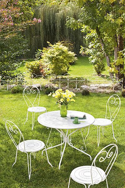 salon de jardin metal blanc - Agencement de jardin aux ...