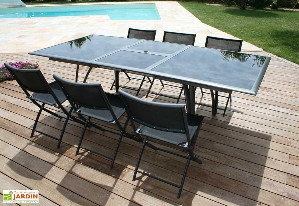 table de jardin avec trou central