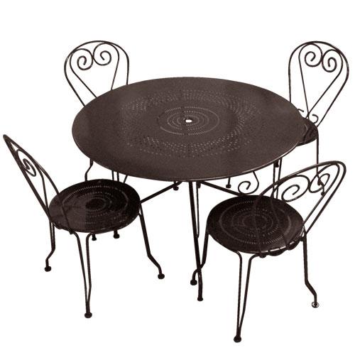 table ronde et chaise de jardin - Agencement de jardin aux ...